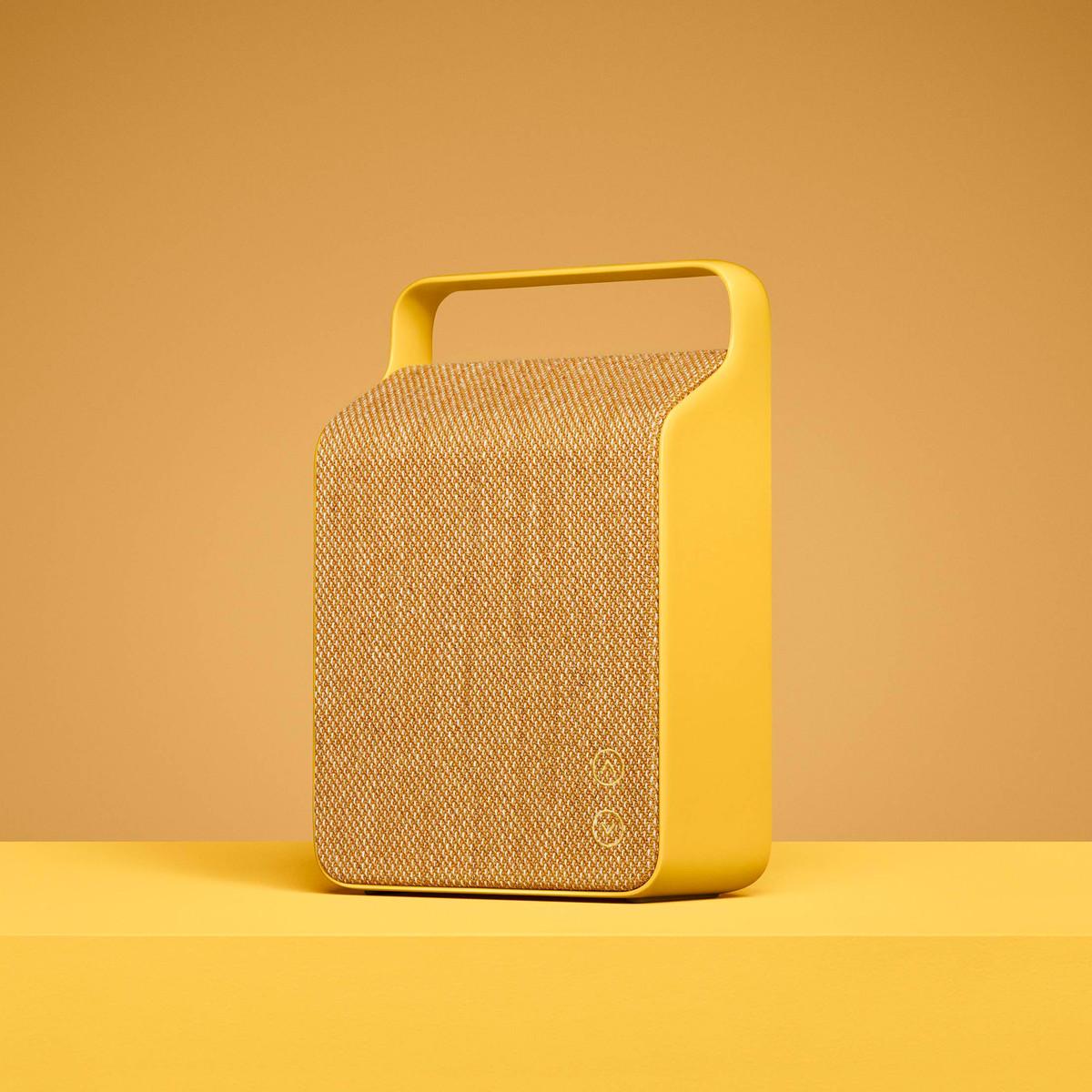 Vifa-Oslo-Lautsprecher-sand-yellow-Freisteller-gedreht